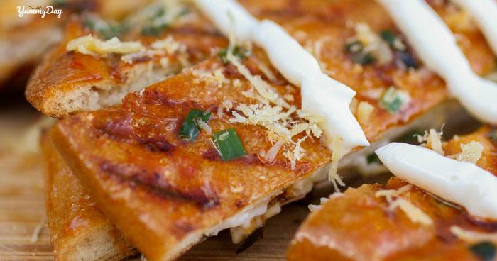 Cách làm bánh mì nướng muối ớt siêu ngon lại siêu đơn giản