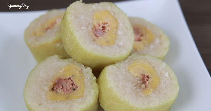 Bánh tét dẻo thơm nhân đậu béo mềm hòa cùng trứng muối