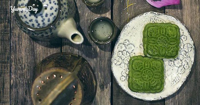 Món bánh trung thu trà xanh cùng gia đình quây quần bên nhau