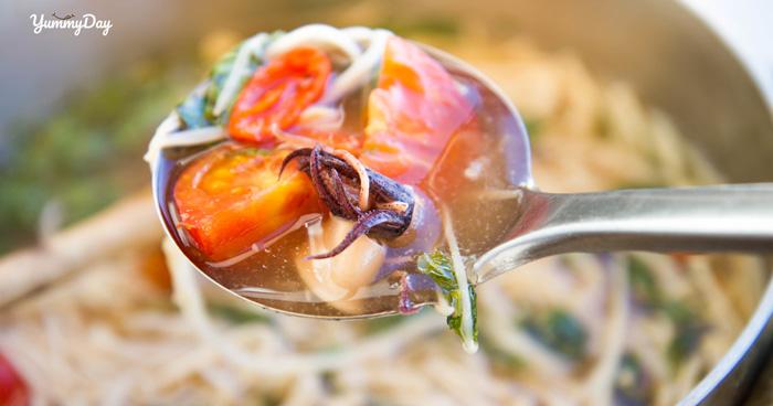 Cách nấu canh chua mực ngon ngọt đến cùng cực ai cũng mê