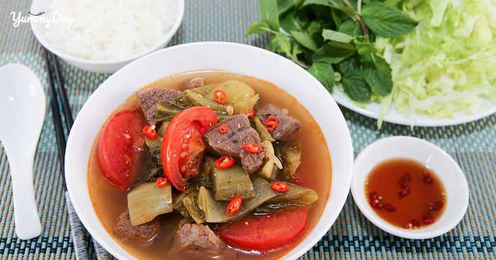 Cách nấu canh dưa chua thịt bò thơm ngon đậm vị cho cả nhà