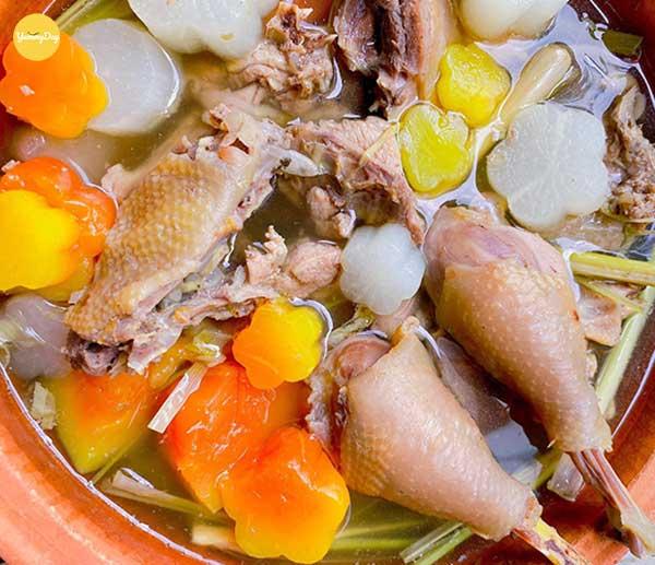 Cách nấu lẩu gà hầm sả thơm ngon quên luôn lối về - YummyDay