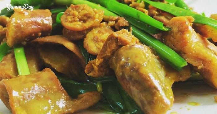 Cách làm lòng heo xào nghệ ăn là ghiền đậm chất miền Trung