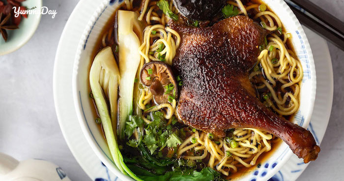 Cách nấu mì vịt tiềm nóng hổi thơm ngon cả nhà thích mê