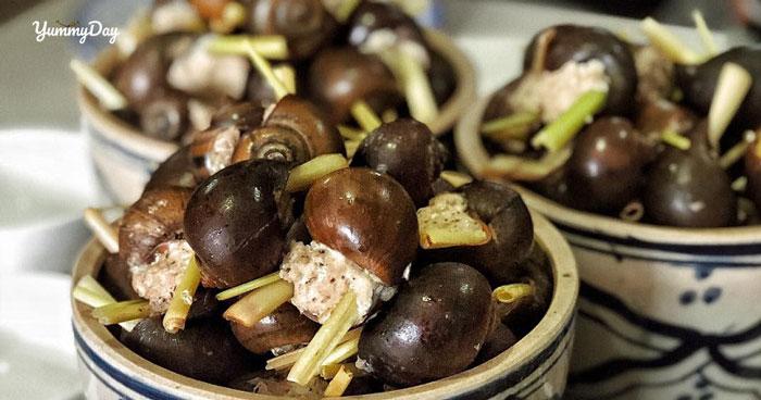 Cách làm ốc hấp lá gừng hương vị thơm phức ăn thích cực