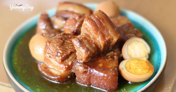 Thực hiện món thịt heo kho tàu đậm đà vị Việt cho cả nhà